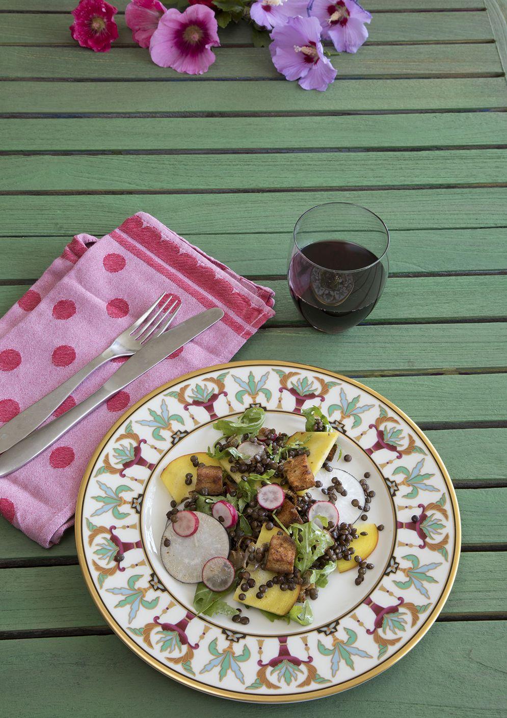 Linzensalade met sjalot, radijs en croutons